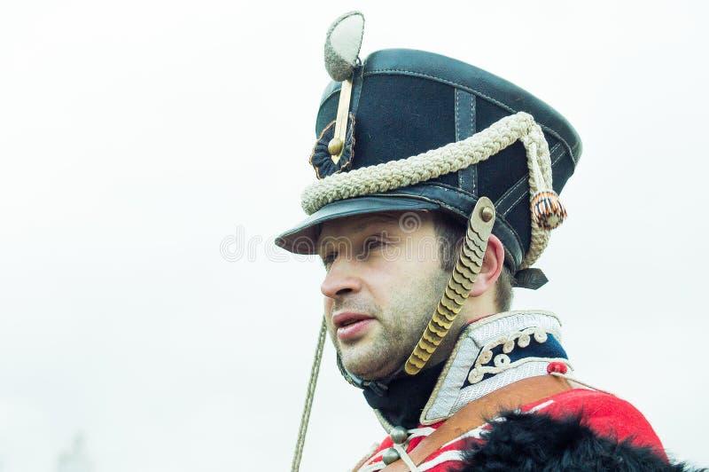 Ricostruzione della battaglia storica fra le truppe del millefoglie e del Russo dalla città russa di Maloyaroslavets immagini stock libere da diritti