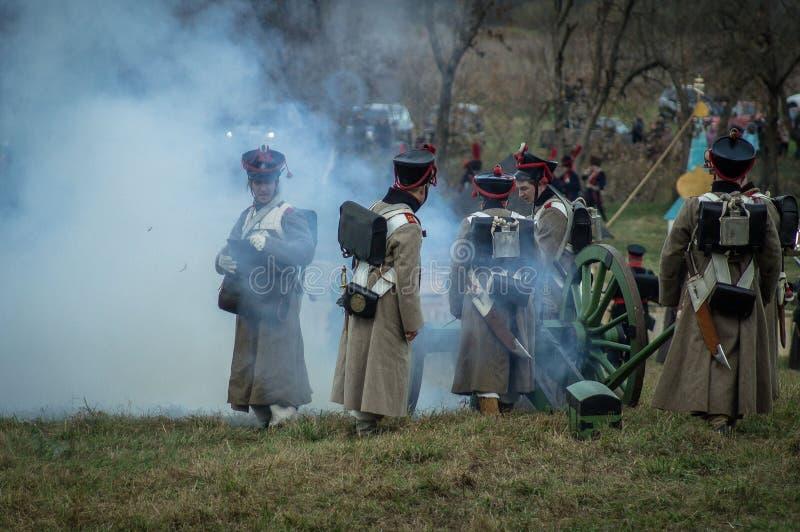 Ricostruzione della battaglia storica fra le truppe del millefoglie e del Russo dalla città russa di Maloyaroslavets fotografie stock libere da diritti