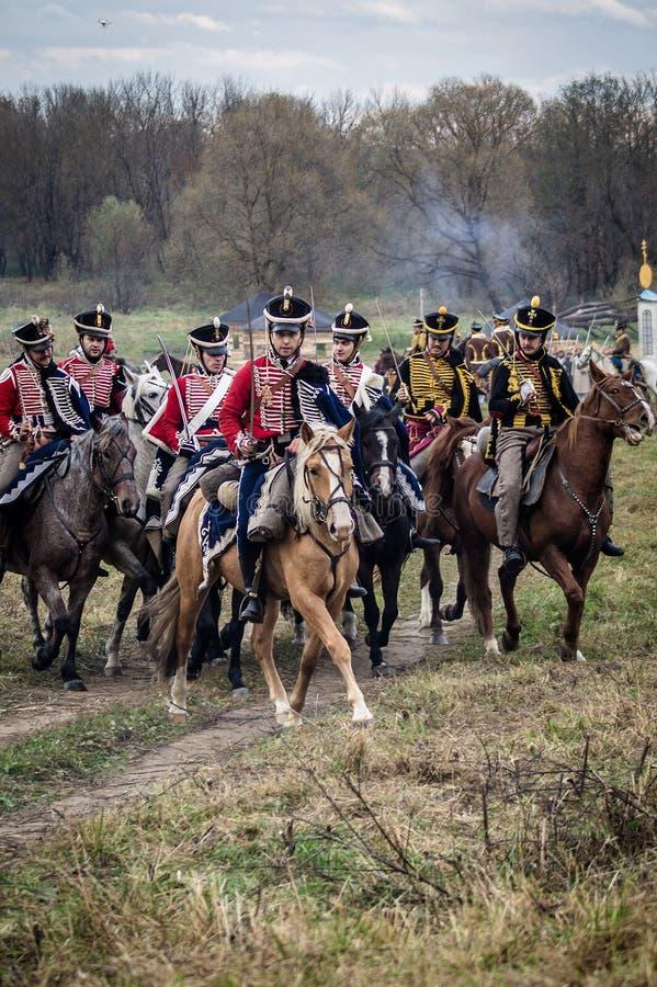 Ricostruzione della battaglia storica fra le truppe del millefoglie e del Russo dalla città russa di Maloyaroslavets fotografia stock libera da diritti