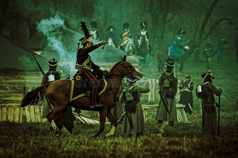 Ricostruzione della battaglia storica fra le truppe del millefoglie e del Russo dalla città russa di Maloyaroslavets immagine stock libera da diritti