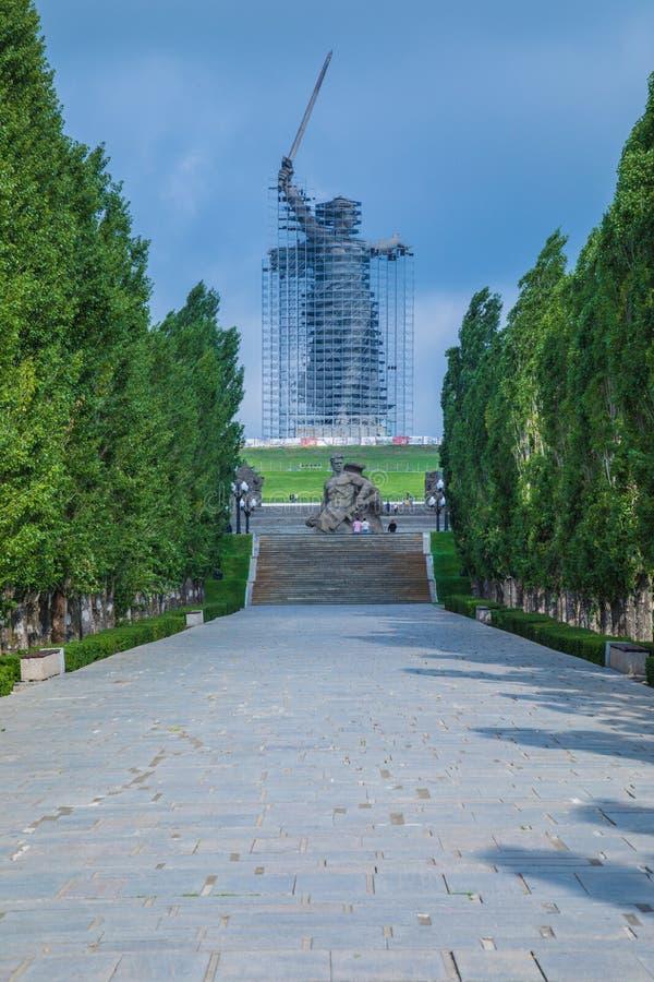 Ricostruzione della statua le chiamate della patria su Mamayev Kurgan a Volgograd fotografie stock libere da diritti
