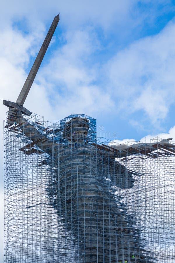 Ricostruzione della statua le chiamate della patria su Mamayev Kurgan a Volgograd fotografia stock