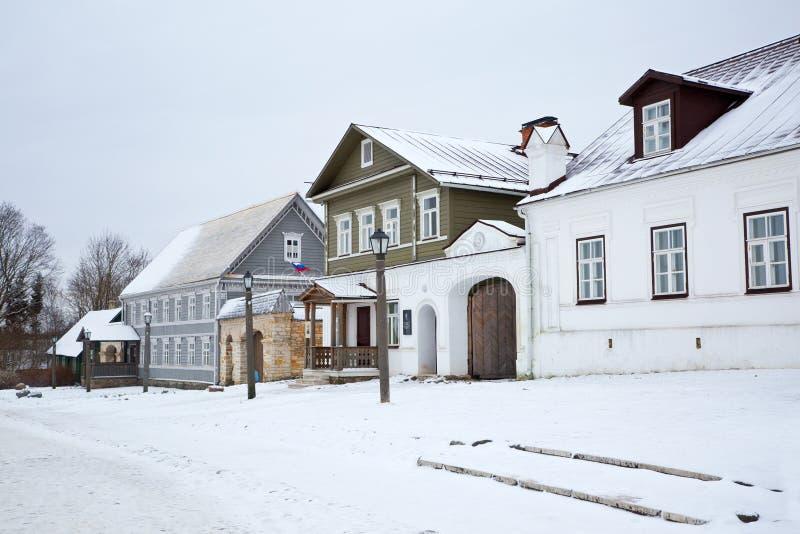 Ricostruzione di vecchie vie nella città di Izborsk fotografia stock libera da diritti