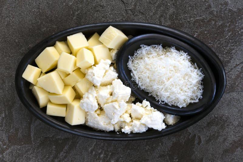 Ricota da mussarela e opinião superior dos queijos italianos do Parmesão fotos de stock