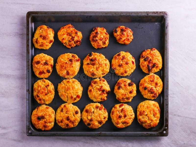 Ricotta al forno e biscotti di farina d'avena con l'uva passa Nutrizione sana, alimento di dieta immagini stock