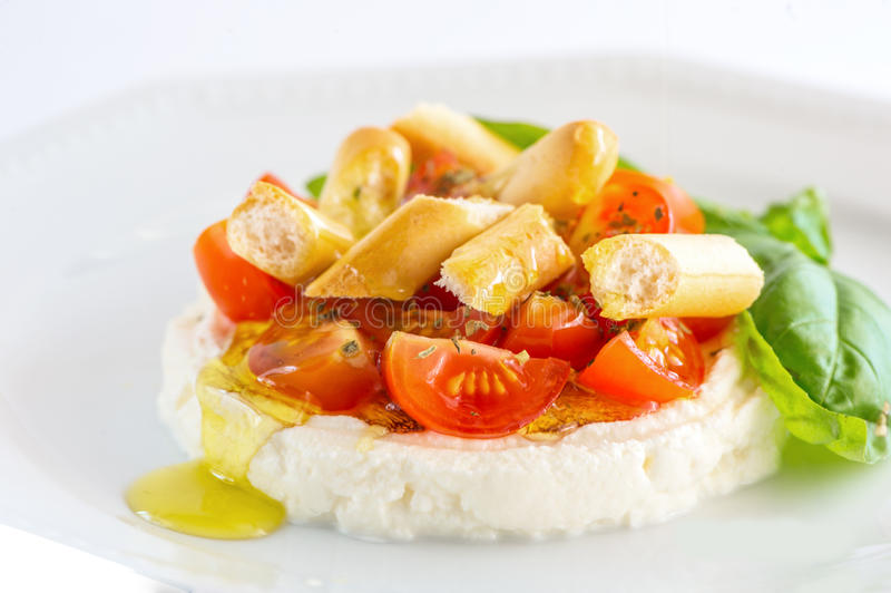 Ricotta - ensalada del tomate imagen de archivo
