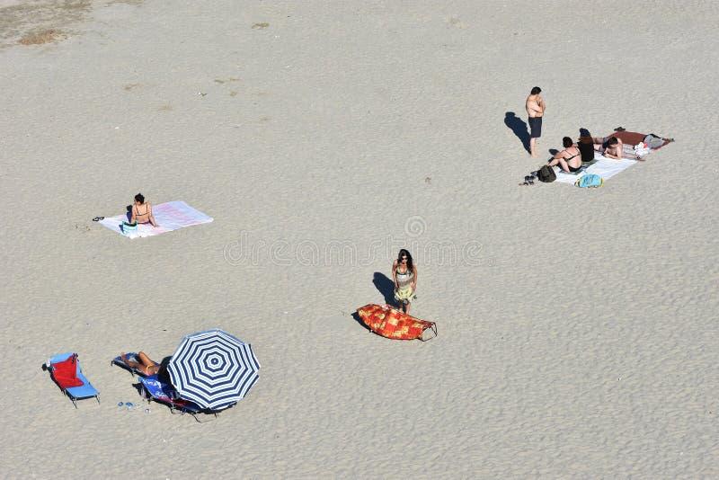 Ricreazione dei turisti sulla costa di Mar Nero della spiaggia di Mamaia fotografia stock libera da diritti