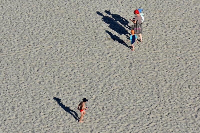 Ricreazione dei turisti sulla costa di Mar Nero della spiaggia di Mamaia immagini stock