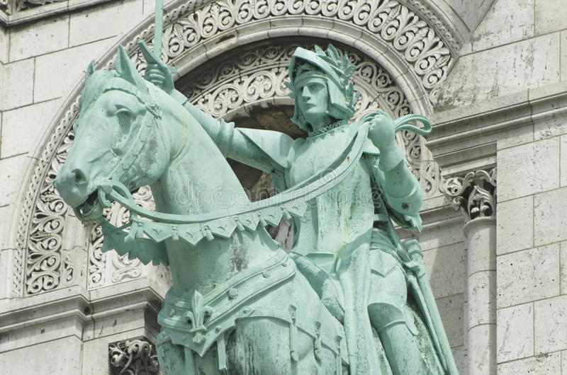 Rid- staty av Joan av bågen på Basilique du Sacré-Cœur royaltyfri fotografi