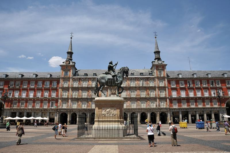 Rid- staty av konungen Philip III på Plazaborgmästaren i Madrid arkivbilder