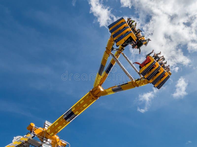 Rida i himlen på funfairen, Holland arkivfoton