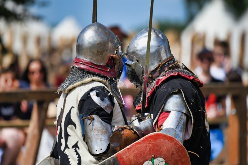 Riddare som slåss på den Mediaval turneringen i Grunwald Polen på 13 07 2019 arkivbild