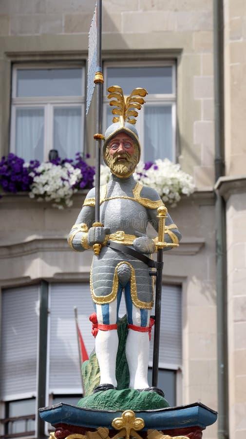Ridder met vlag en een zwaard van Fritschi-Fontein, dat in 1918 wordt gebouwd en gewijd aan het karakter van legendarisch Carnava stock foto