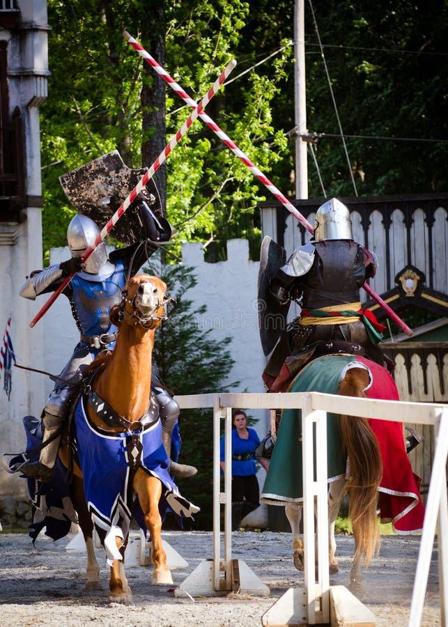 Ridders die bij het Festival van de Renaissance jousting stock fotografie