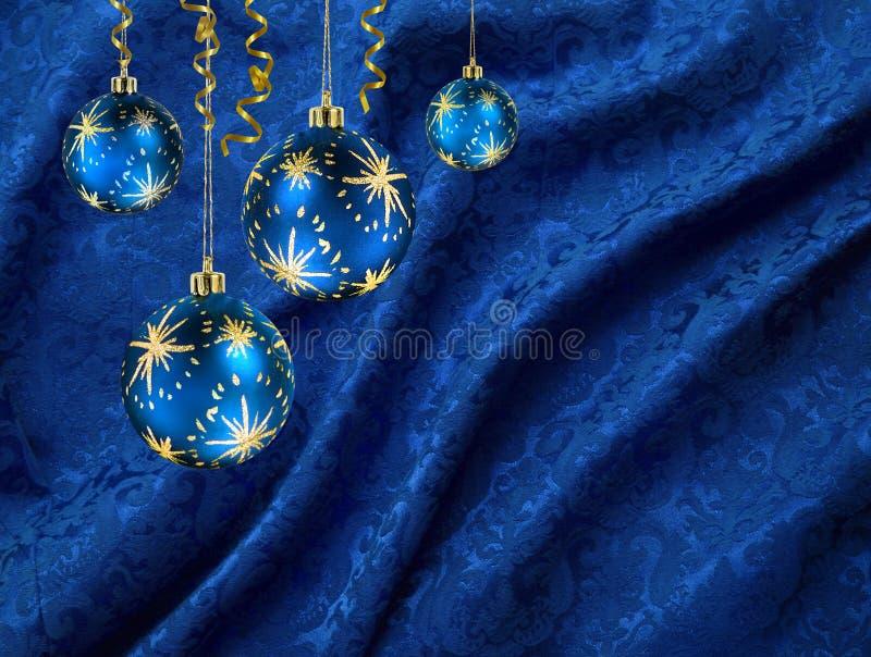 Rideau en bleu de billes de Noël image stock