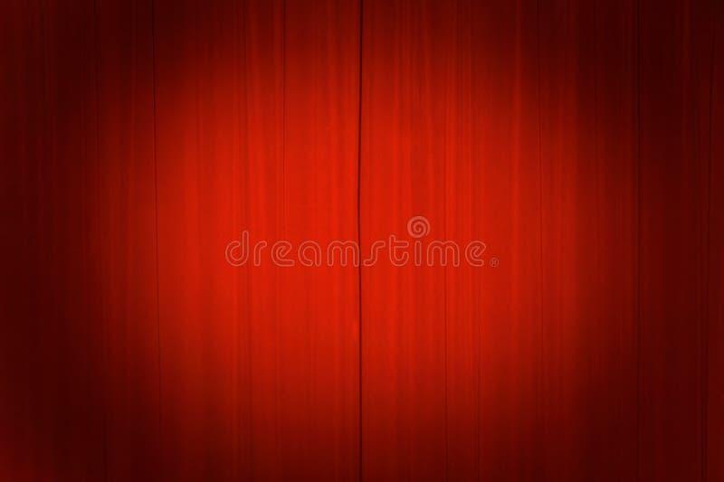 Rideaux en théâtre avec un projecteur photographie stock libre de droits
