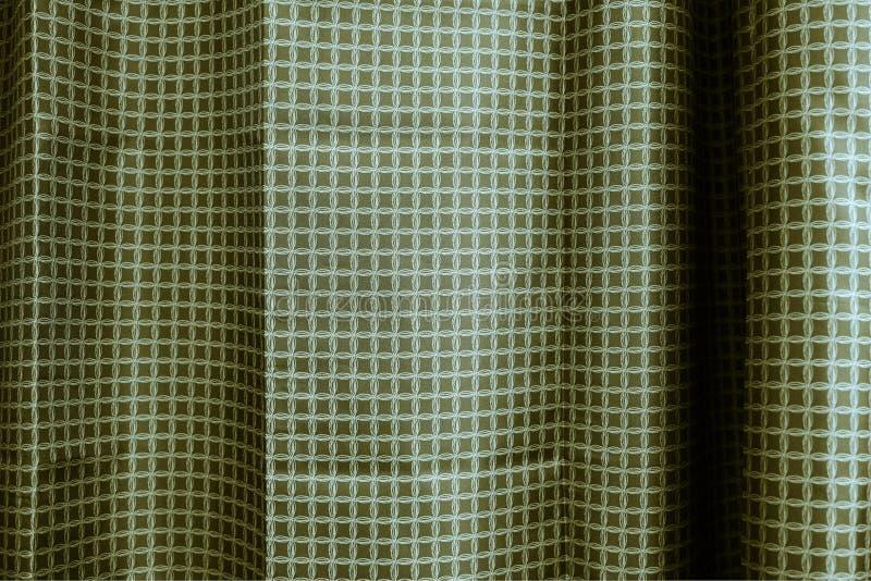 Rideaux sombres dans la chambre rideaux gris-foncé sur la fenêtre faisante le coin images stock
