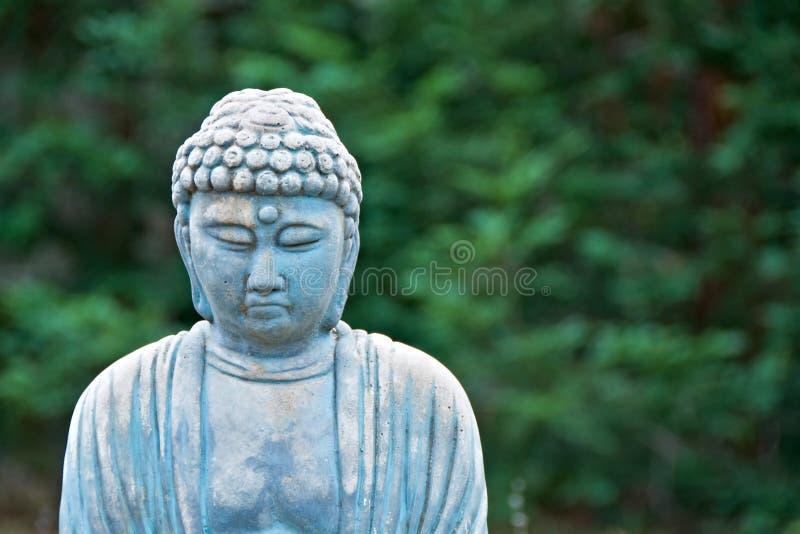 riden ut buddha trädgårds- gammal staty fotografering för bildbyråer
