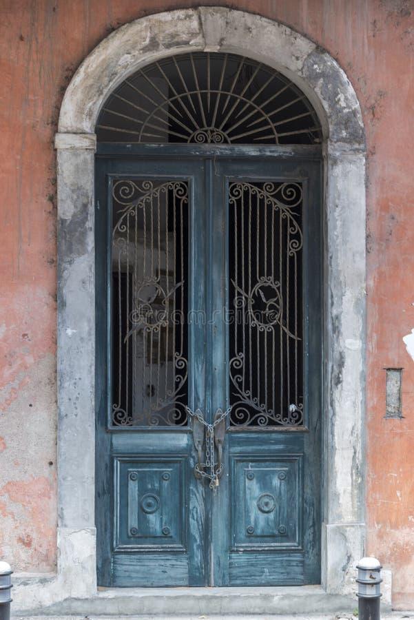 Riden ut gammal stad Panama för välvd dörröppning arkivbilder