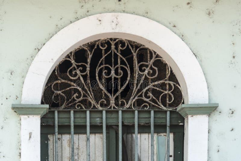 Riden ut gammal stad Panama för välvd fönsteröverkant arkivfoto