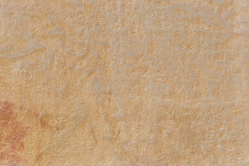 Riden ut guling målade väggbakgrund som bleknades delvist fotografering för bildbyråer