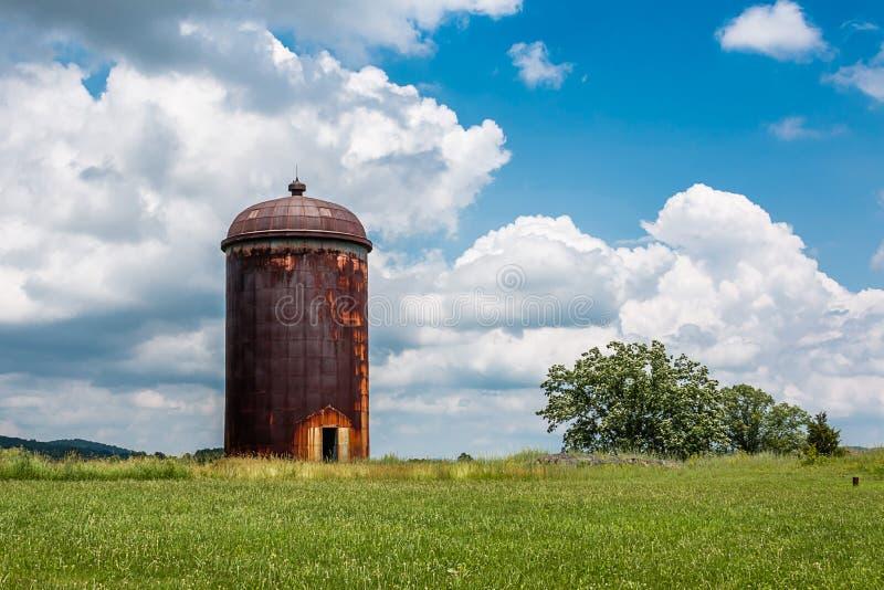 Riden ut silo för jordbruksmark bevarande arkivfoton