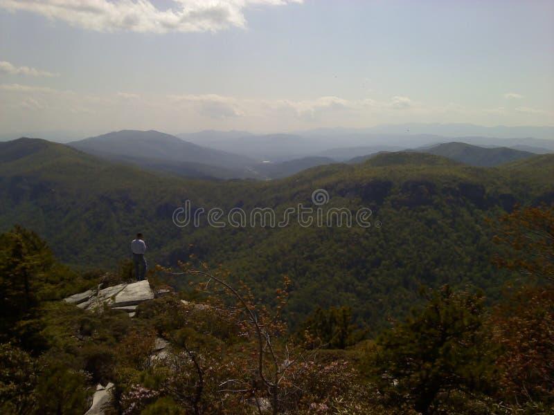 Ridge Mountain azul no homem só do desfiladeiro de Linville fotografia de stock royalty free