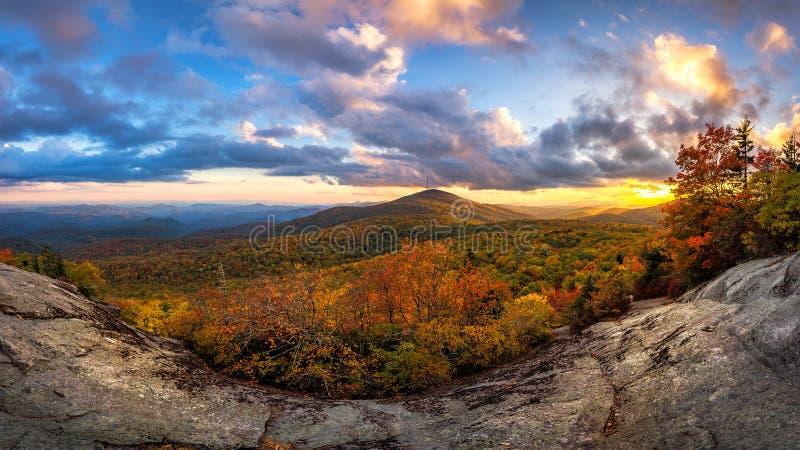 Ridge Mountains azul, por do sol cênico do outono foto de stock royalty free