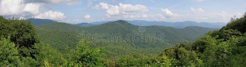 Ridge Mountains Panorama azul fotos de archivo libres de regalías