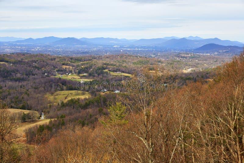 Ridge Parkway azul, Roanoke, Virgínia fotos de stock royalty free