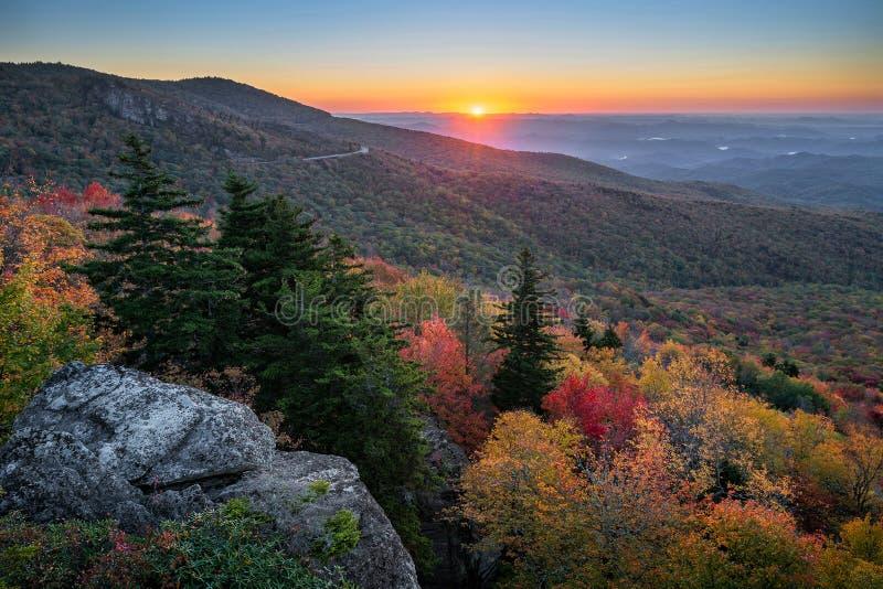 Ridge Parkway azul, salida del sol escénica, Carolina del Norte foto de archivo libre de regalías