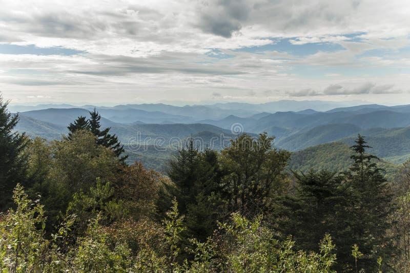 Ridge Parkway bleu - la fourchette de Caney donnent sur images stock