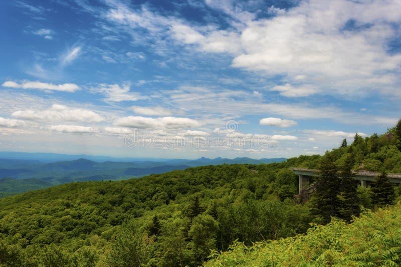 Ridge Parkway National Park azul imagens de stock royalty free