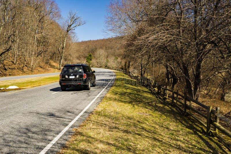 Ridge Parkway Roadway azul en Bedford County Virginia, los E.E.U.U. imagen de archivo libre de regalías