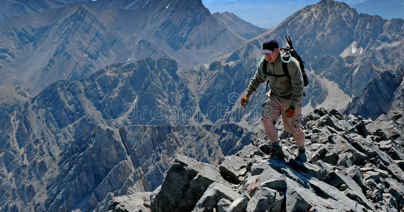 Ridge rocheux s'élevant photographie stock libre de droits