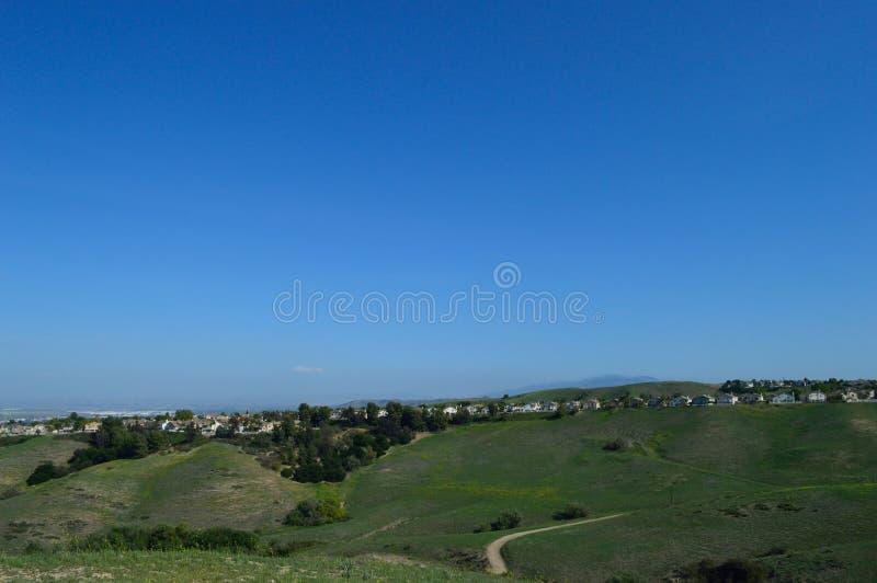 Ridgeline Południowy Kalifornia głębu lądu przedmieście zdjęcia stock