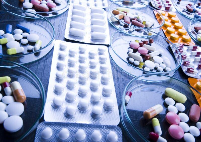 Ridurre in pani & medicine immagine stock