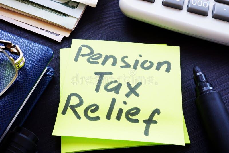 Riduzione dell'imposta di pensione scritta su un bastone fotografia stock libera da diritti