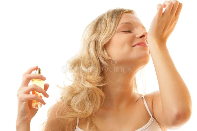 Riechender Duftstoff der Frau vom Handgelenk lizenzfreies stockfoto