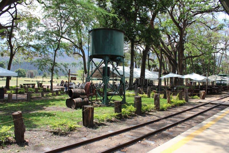 Rieles de tren plantage Santa Teresa royaltyfri bild