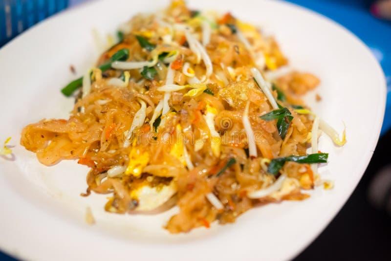 Riempia tailandese (soffrigga le tagliatelle di riso) con i gamberetti fotografia stock libera da diritti