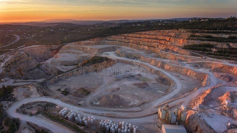 a?rien Vue aérienne de grande carrière de pierre Loule Portugal photographie stock