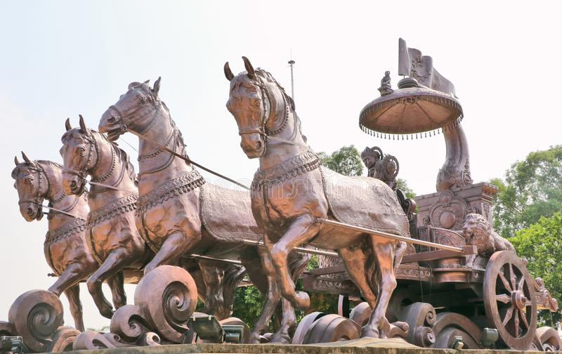 Riese Krishna-Arjunakampfwagen lizenzfreie stockfotos