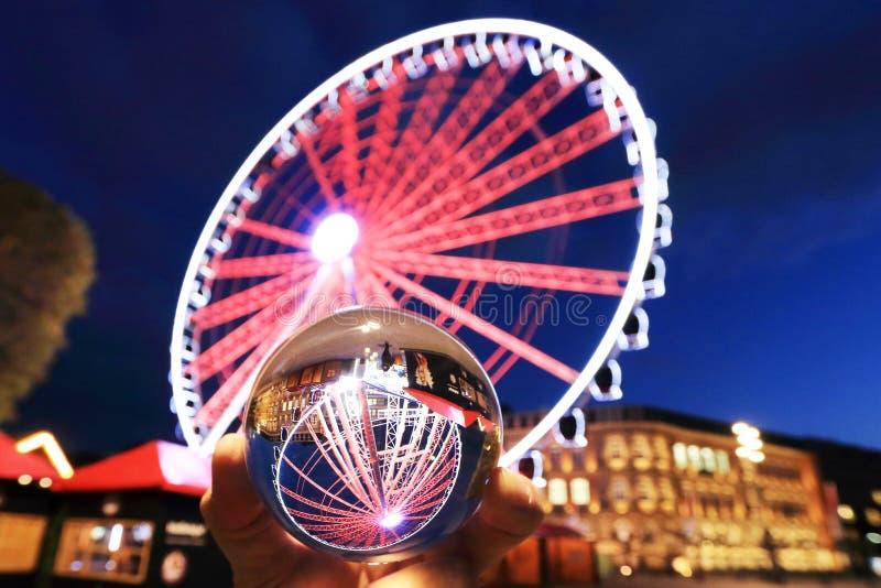 Riesenrad auf dem Duesseldorfer Burgplatz stockbild