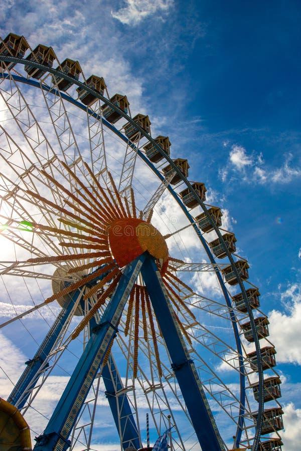 Riesenrad Riesenrad auf dem Oktoberfest in München/Deutschland wi lizenzfreie stockfotografie