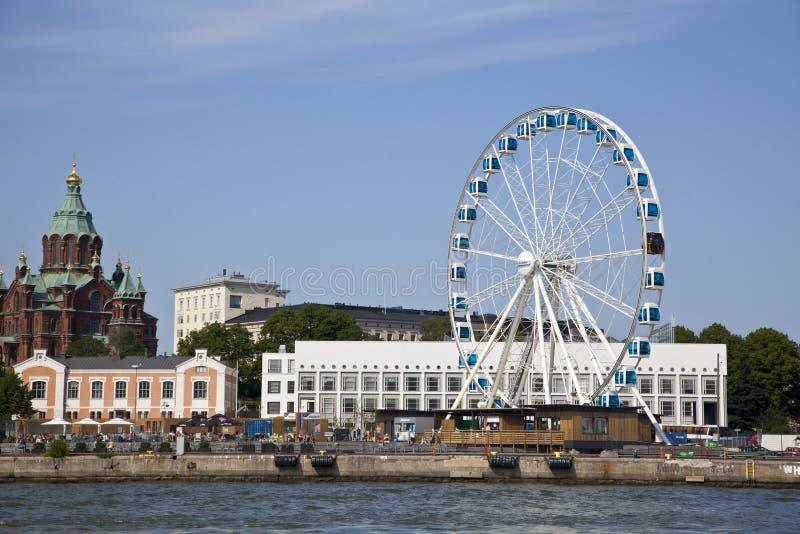 Riesenrad herein den Seehafen von Helsinki lizenzfreies stockfoto