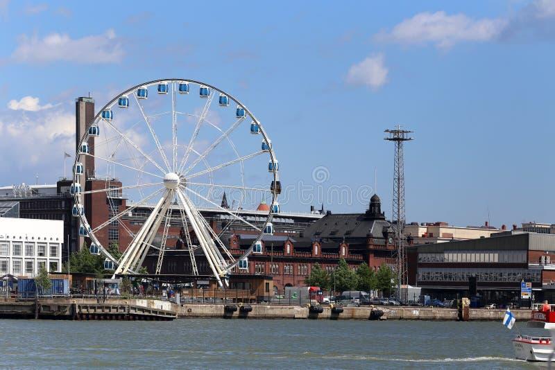 Riesenrad herein den Seehafen von Helsinki, Finnland stockfotografie