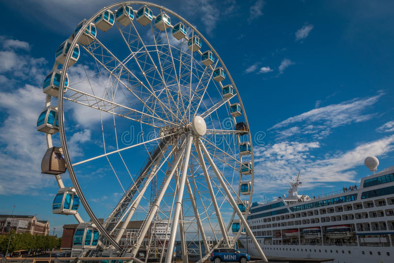 Riesenrad herein Helsinki Finnland lizenzfreies stockbild