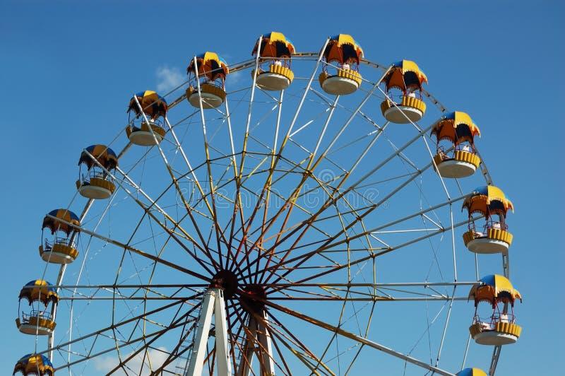 Riesenrad innen Vergnügungspark stockbilder