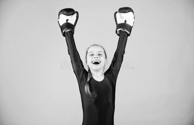Riesgo de lesi?n Actitudes femeninas del cambio del boxeador dentro del deporte Subida de boxeadores de las mujeres Boxeador lind fotografía de archivo libre de regalías
